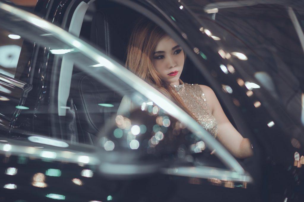女性でも運転しやすいレクサス